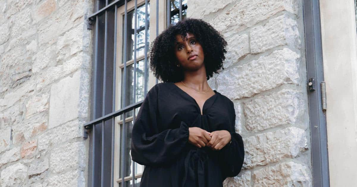 an image of a girl with curly hair wearing a black dress_3 step method for natural hair